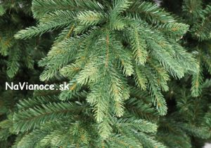 umelý vianočný stromček nesúmerný