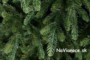 umelý vianočný stromček nesymetrický